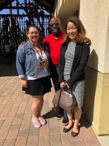 Orange County Rescue MissionのPresident Jim Palmer氏の長女、Nancyさん、そしてTustinの元市長、Al Murray,そして私、二村晶子 ゲートの前で